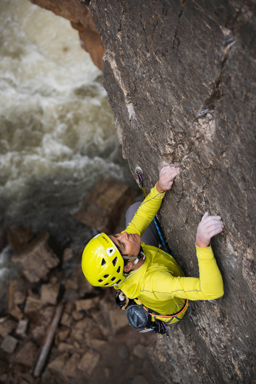 Angela Hawse, co-owner Chicks Climbing and Skiing climbing at Cascade Canyon with a Sterling Evolution Helix bicolour 9.5mm© Randy Gaetano